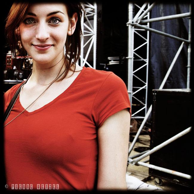 La fille au T-Shirt rouge